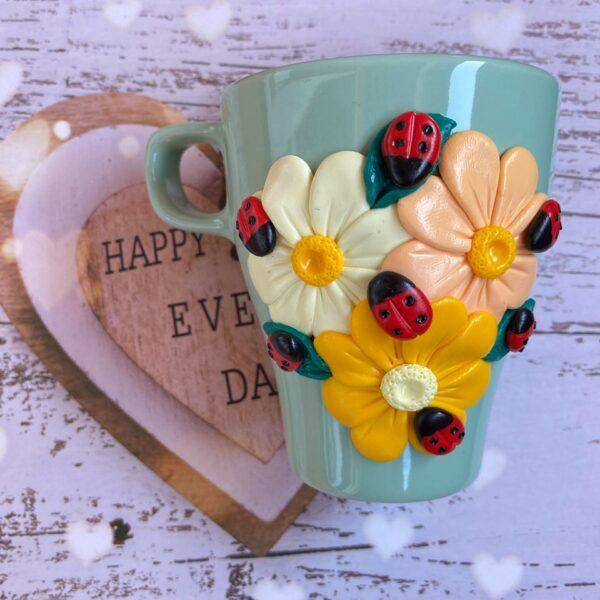 чаша пролетни цветя